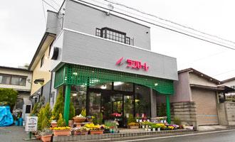 緑のアーチのあるお店